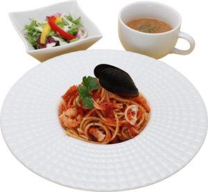 アスカトーレ(サラダ、スープ付き) 990円(税抜)