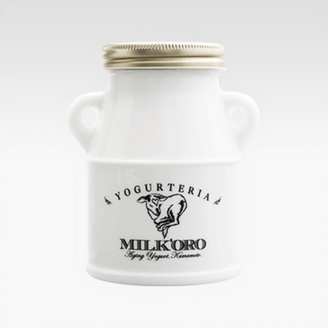 [熊本県]オオヤブデイリーファーム/ミルコロ (200g)972円 ジャージー牛のミルクをノンホモジナイズ製法でヨーグルトに。瓶の中で乳脂肪分が熟成し、上層のこっくりとしたクリーム、その下のとろりと爽やかなヨーグルトが楽しめます。